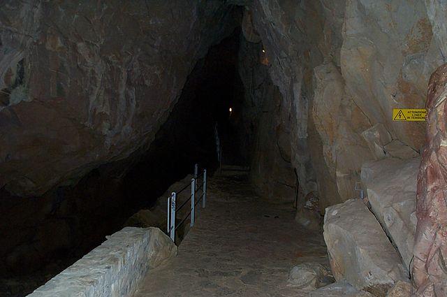 640px-Grotta_di_San_Giovanni_d'Antro