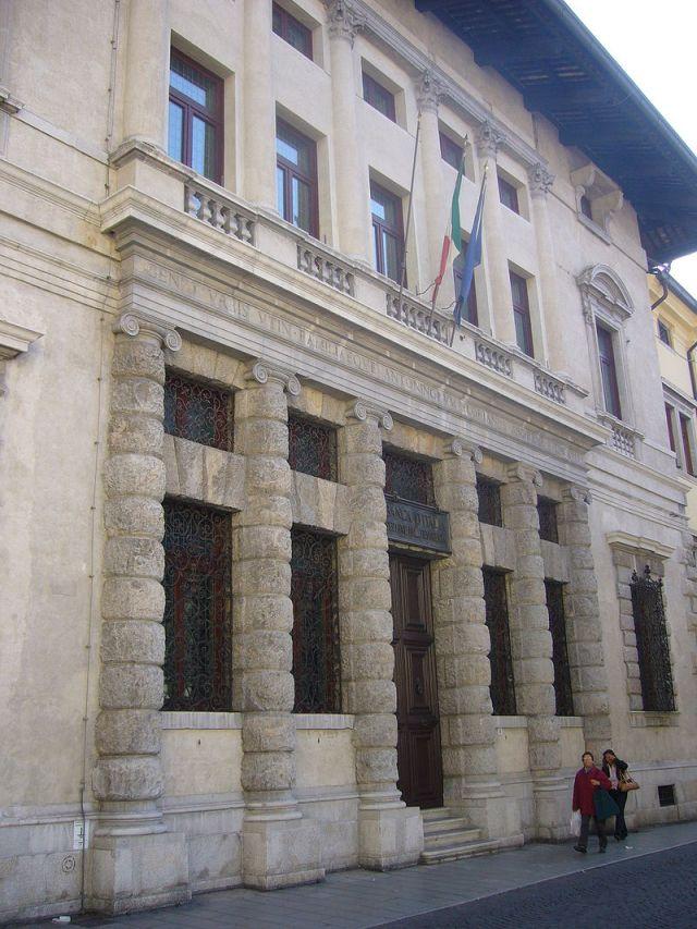 800px-Banca_d'Italia_in_oud_paleis_gebouwd_door_Palladio