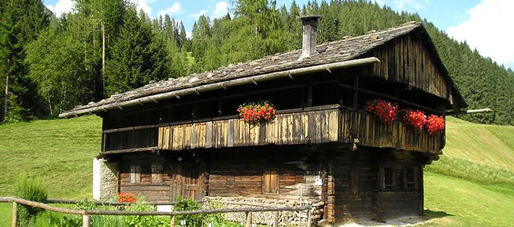 tedeschi_sappada_plodn_casa_tipica_blockhaus_750px.1539362454