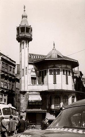 karaköy_mosque,_istanbul_(16033721110)