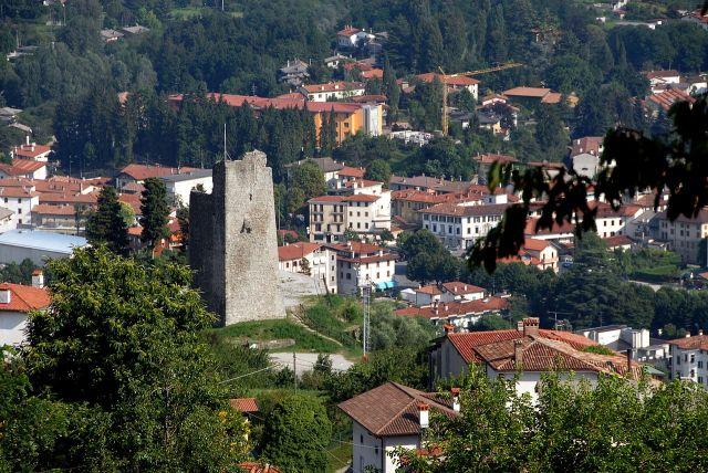 1280px-Tarcento_castello_vecchio_torre_01082008_41